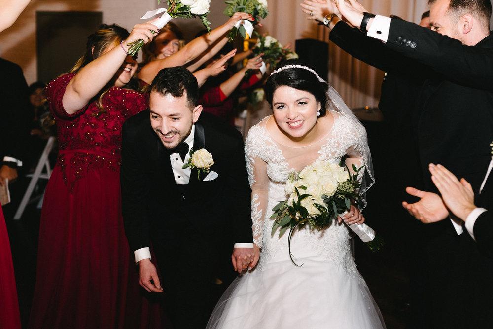 041-rempel-photography-chicago-wedding-inspiration-susan-daniel-michigan-metro-detroit-christian-church-holly-vault-cupcakes-and-kisses.jpg