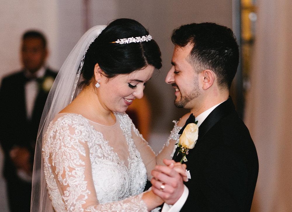 042-rempel-photography-chicago-wedding-inspiration-susan-daniel-michigan-metro-detroit-christian-church-holly-vault-cupcakes-and-kisses.jpg