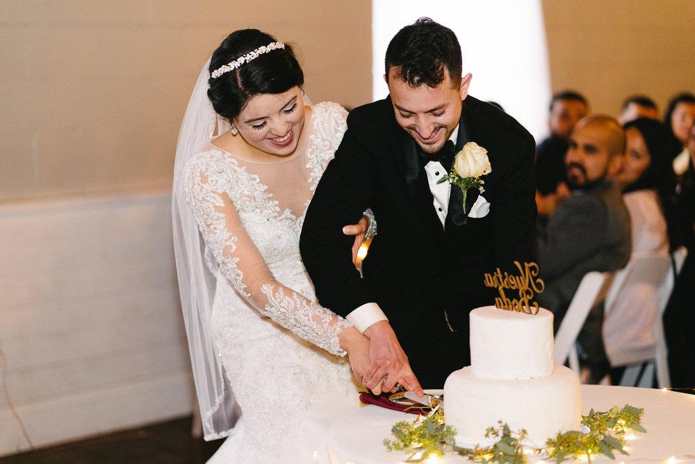 047-rempel-photography-chicago-wedding-inspiration-susan-daniel-michigan-metro-detroit-christian-church-holly-vault-cupcakes-and-kisses.jpg