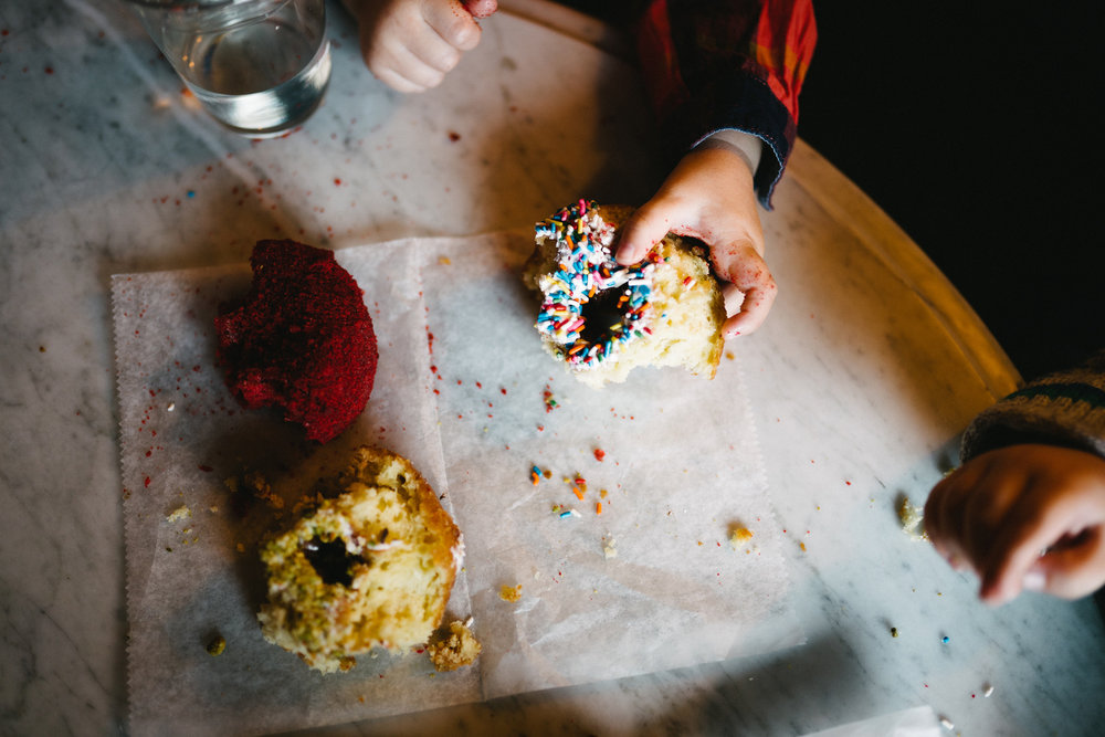 012-rempel-photography-chicago-wedding-inspiration-west-loop-fulton-market-family-session-glaze-ace-hotel-dorite-donuts-downtown.jpg