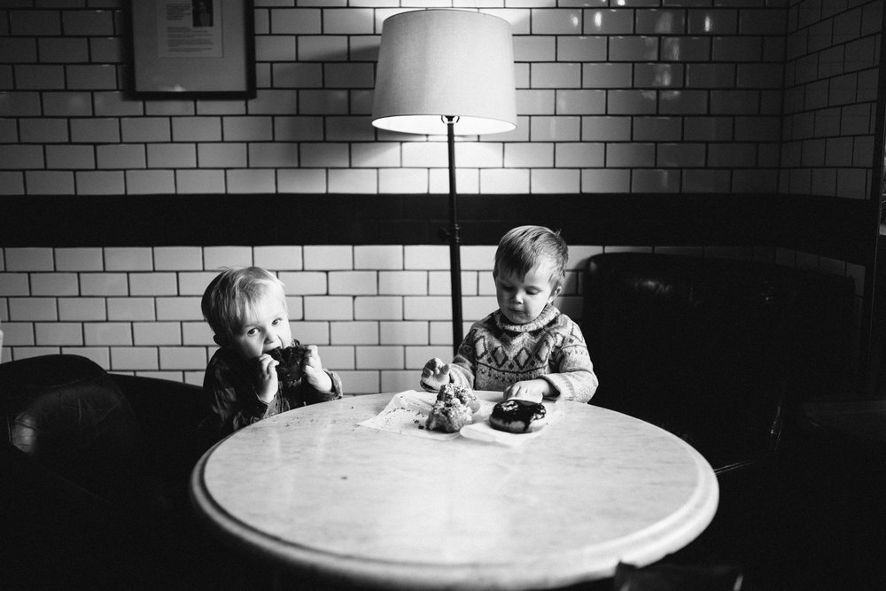 014-rempel-photography-chicago-wedding-inspiration-west-loop-fulton-market-family-session-glaze-ace-hotel-dorite-donuts-downtown.jpg
