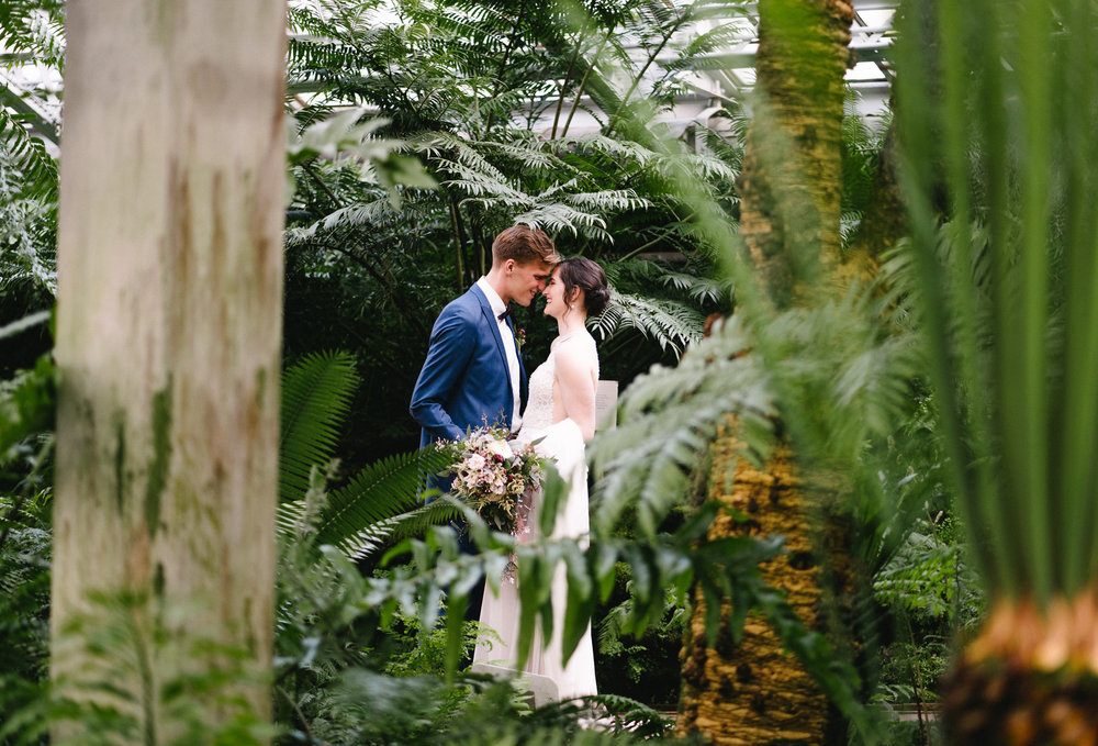 040-rempel-photography-chicago-wedding-inspiration-meredith-will-garfield-park-conservatory-painted-door-menguin-here-comes-the-bride-lulus-marcellos.jpg