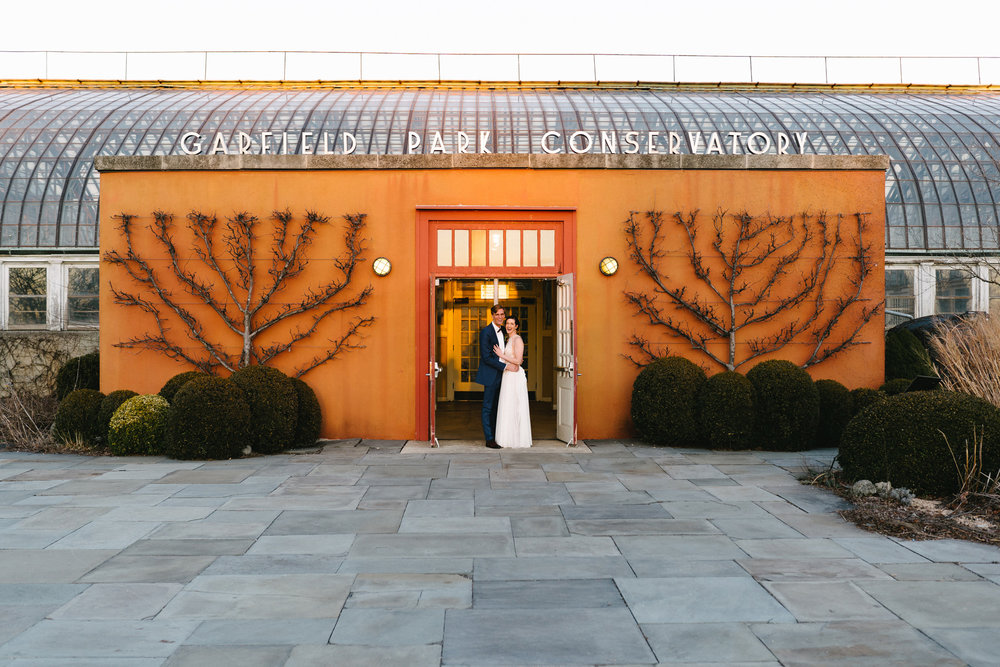 043-rempel-photography-chicago-wedding-inspiration-meredith-will-garfield-park-conservatory-painted-door-menguin-here-comes-the-bride-lulus-marcellos.jpg