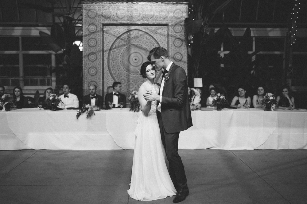 057-rempel-photography-chicago-wedding-inspiration-meredith-will-garfield-park-conservatory-painted-door-menguin-here-comes-the-bride-lulus-marcellos.jpg