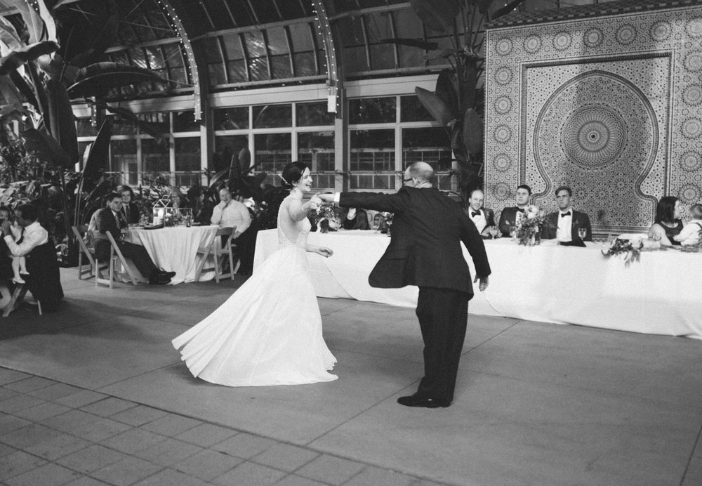 061-rempel-photography-chicago-wedding-inspiration-meredith-will-garfield-park-conservatory-painted-door-menguin-here-comes-the-bride-lulus-marcellos.jpg