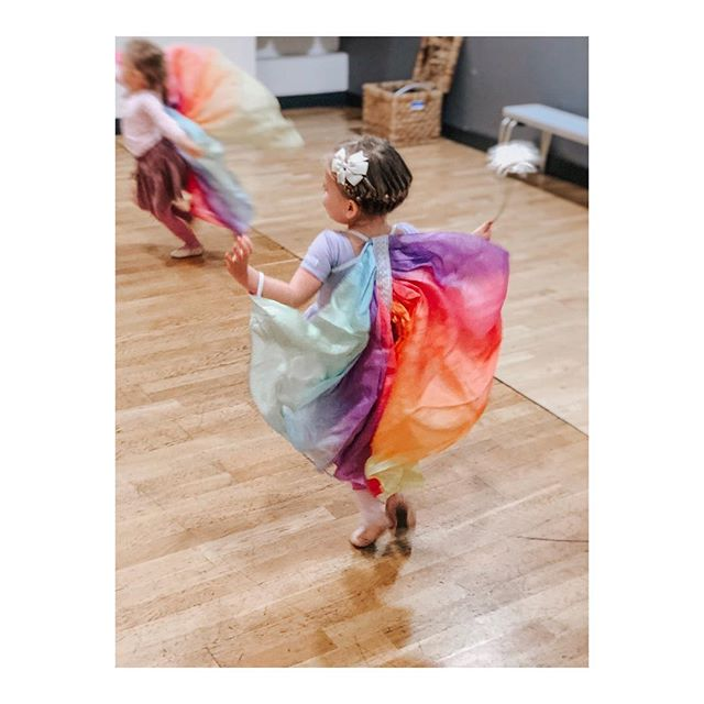 We are having an amazing week of camps! Half term is flying by! 🦋🌈💖 One last day of Mary Poppins Camp tomorrow and then we will be back to class on Monday! . . . #ballet #ballerina #dance #dancer #ballerinaintraining #london #londondance #danceacademy #danceteacher #fulham #parsonsgreen #cuckoohibou #hammersmith #kensington #brookgreen #chiswick #queenspark #kensalrise #danceschool #cupcakefamilyclub #cuckoohibou
