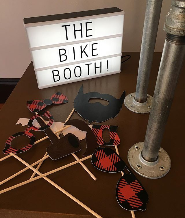 Prepping for tomorrow's gig and making sure the booth looks classy AF! . . . #photobooth #photoboothfun #photography #photobooths #thebikebooth #pdx