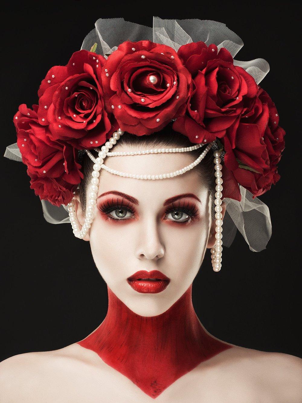 Modelo: Vanessa Gil  Maquillaje: Dni Make-up Tocado: Nebula X Crafts  Fotografía y edición: Rebeca Saray con Pentax645Z & Broncolor