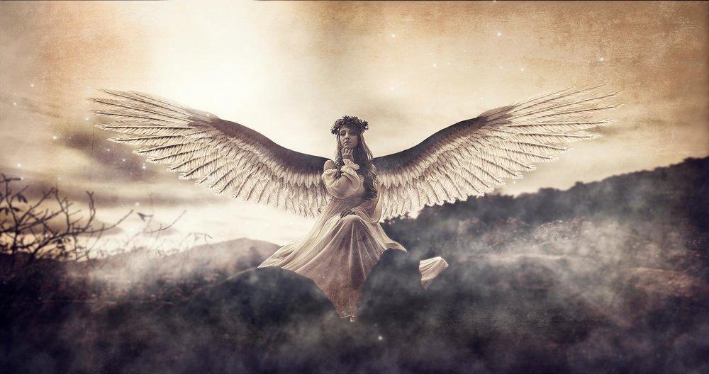 Francisco García ya nos tiene acostumbrados a sus fantásticas panorámicas llenas de grandiosidad y esos tonos tan acertados, en este caso nos muestra un ángel celestial que ha bajado a la tierra.