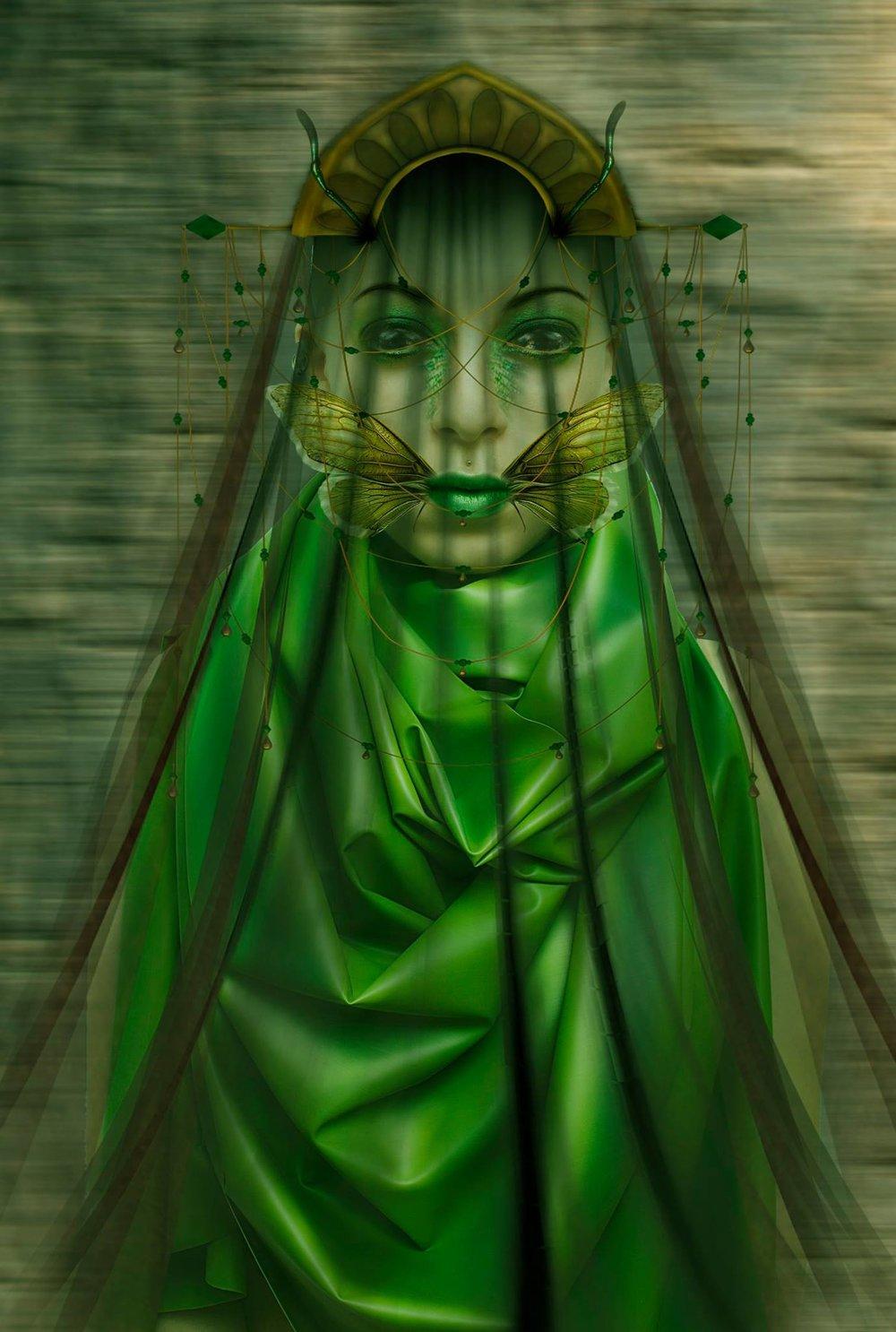 La apuesta de  Eva Iglesias Vilagran es totalmente diferente, llena de surrealismo y una mirada impasible. Los tonos verdes son un acierto al 100%