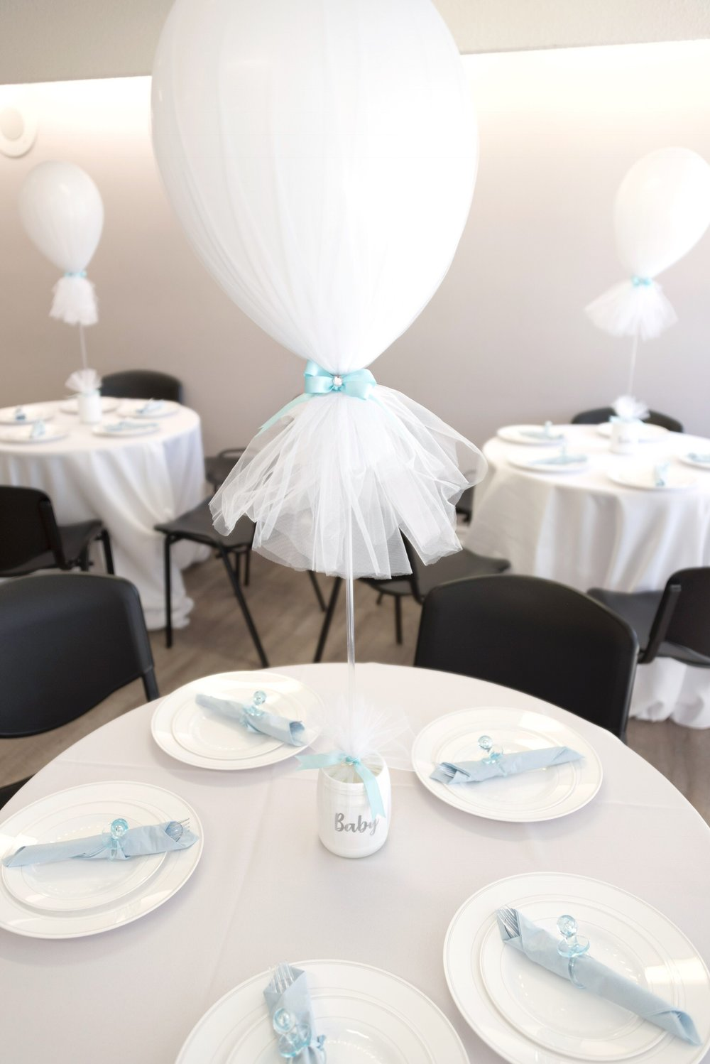 Balloon and Tulle Centrepiece.jpg