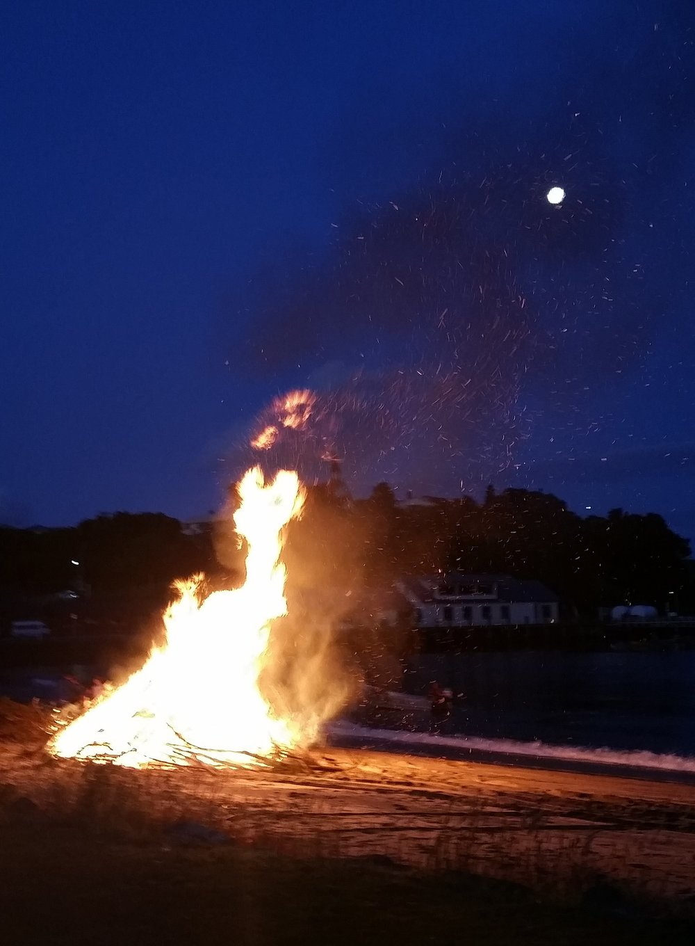 The bonfire on the beach in Oban was spectacular! The sparks were like thousands of fireflies.
