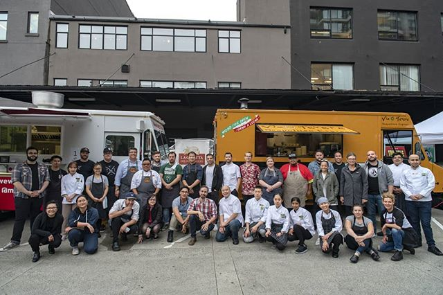 Look at this group! The collaborative effort of #ChefMeetsTruck cannot be understated. Thank you to the food trucks, chefs, students, volunteers, sponsors, media and attendees. And to @iyaletown for another warm welcome. Giant thank you to event chairs @dannymarkowicz, @chefalextung  and @cheftretjordan! This is what #CTSBelong is all about. Partial proceeds to the @vanfoodbank. 📸: @bpugh . . . . . #cheflife #chefsofig #chefsofinstagram #yaletown #veryvancouver #explorebc #eeeeeats #foodgasm #nonprofit #eatlocal #drinklocal #imbibe #foodtrucks #bcchefs