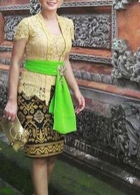 Kebaya Brukat Bali -