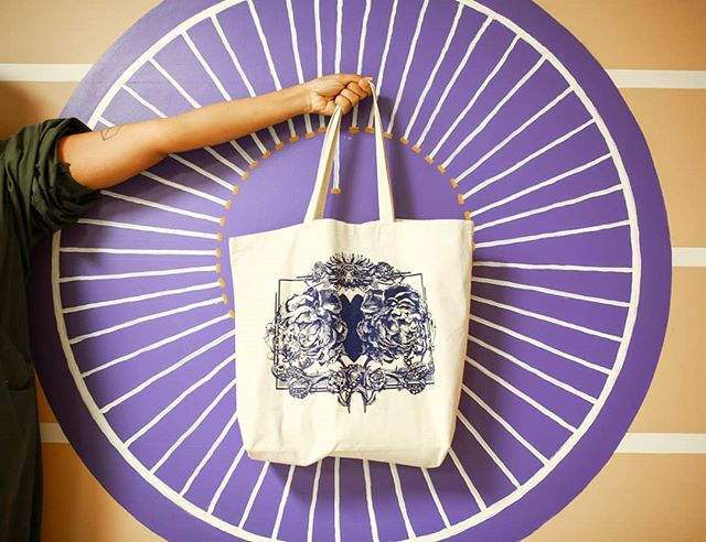 GIVEAWAY! // We are giving away one of the #roottobloom totes, sponsored by generous and thoughtful, friend and artist, @svavajuliusson.  Earn a ballot by following us and tagging a friend. Each new tag is an extra ballot. For 3 extra entries, repost this image, sharing the story behind this collaboration:  All proceeds of the Root to Bloom tote will be donated to Kawenni:io/Gawenni:yo, a Cayuga/Mohawk immersion school on the Six Nations Territory. The current location of the school doesn't have running potable water. We are helping them raise funds to get a new school with all the basic necessities.  This initiative is a collaboration between us, @jacquioakley (illustrator), @presstimedesign (screen printers) and @ohsierraphoto (photos). Local pick-up only (#hamont). Or we can send it to you if you cover shipping costs ($15). Support #indigenous.