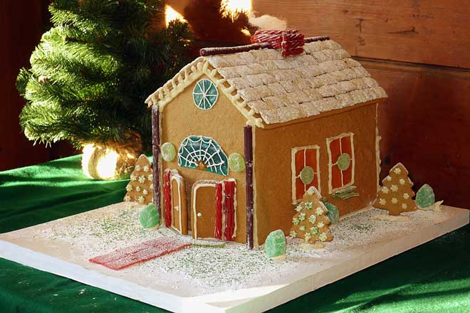 Heritage-Holiday-Gingerbread-House.jpg