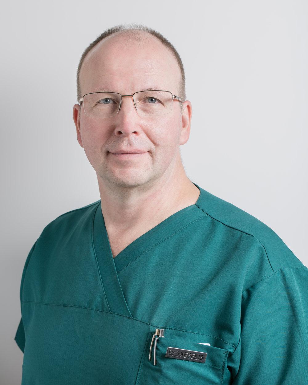 Jānis Keselis - Jānis Keselis, viens no vadošajiem traumatologiem-ortopēdiem Latvijā ar 34 gadu pieredzi.Specializējas gūžas un ceļa locītavu endoprotezēšanā un artroskopiskajā ķirurģijā. Ieguvis pieredzi ASV, Vācijā un Anglijā.Kopš 1987 gada vada traumatoloģijas nodaļu Rīgas 2. slimnīcā.