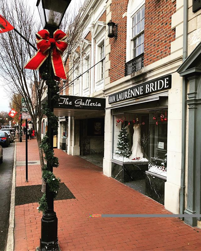 One of our favorite things about being located in downtown Fredericksburg is how magical it becomes during Christmas time! All the shoppes and streets are decorated in the holiday spirit! Who else loves downtown during Christmas time?!