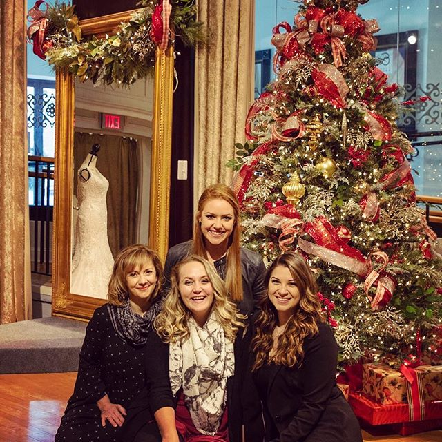 Merry Christmas from us girls here at ALB 🎅🏼 We hope your day is filled with laughter, family, good food, and some Michael Bublé!! ❤️