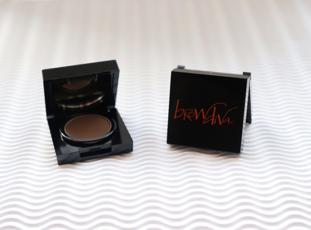 Brow Diva Brow Powder compact