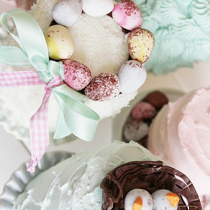 Pastel Mini Easter Cakes