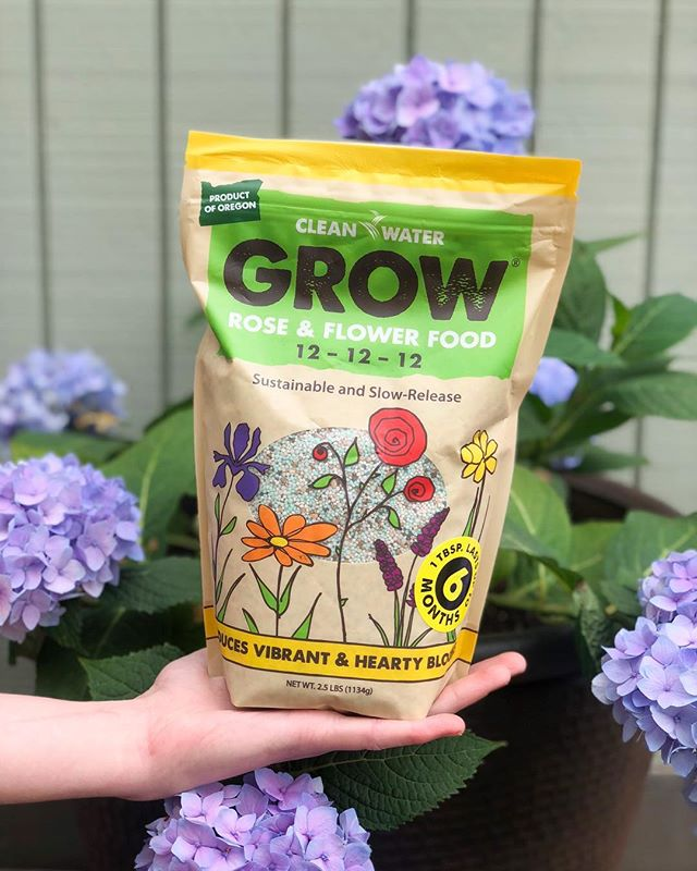 April showers bring May flowers, but don't just rely on the rain! ☔️ Flowers need balanced nutrients to produce vibrant and hearty blooms. We've got you covered with Clean Water Grow Rose & Flower Food! 🌸🌻🌷