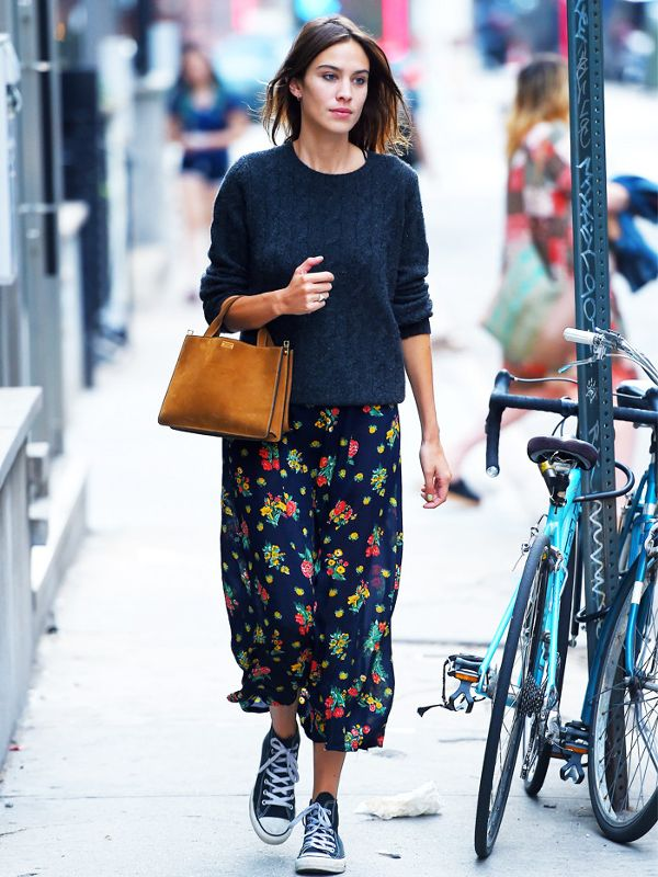 Alexa Chung gettin' weird with Converse and a floral skirt