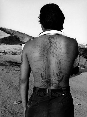 Graciela Iturbide,  La frontera , Tijuana, México (The Border, Tijuana, Mexico), 1990