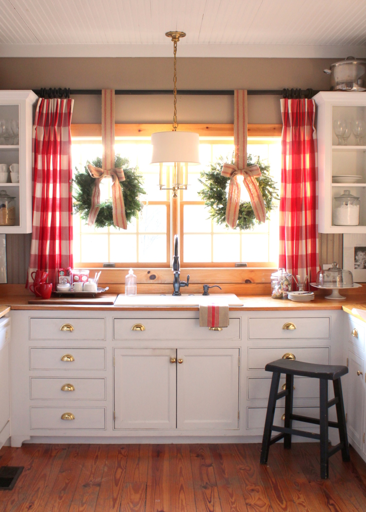 Christmas-Home-Tour-Kitchen-via-talkofthehouse.com_.jpg