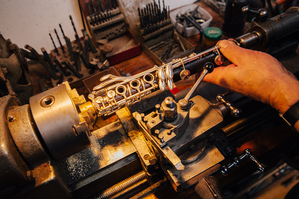 Een klarinet is gerepareerd