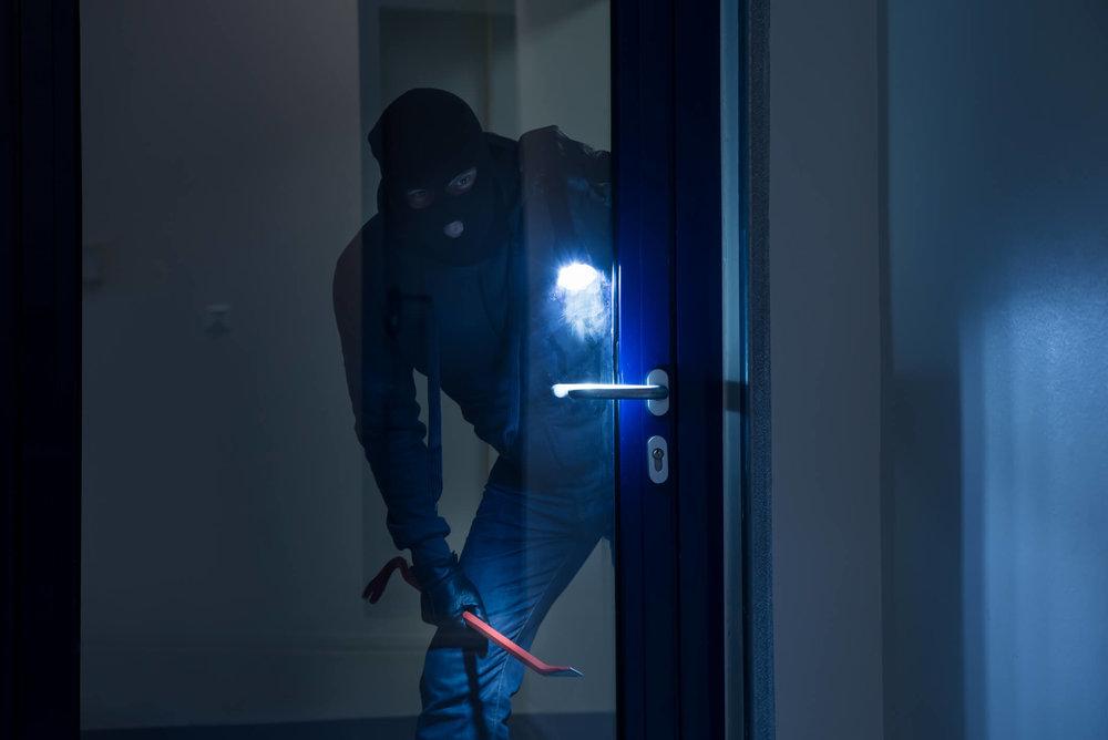 smart-home-intruder-c.jpg