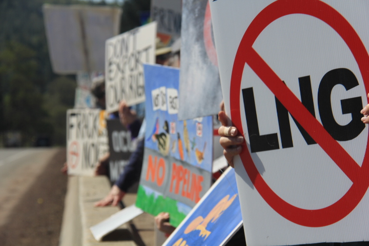 No LNG Sign Rally on the River.jpg