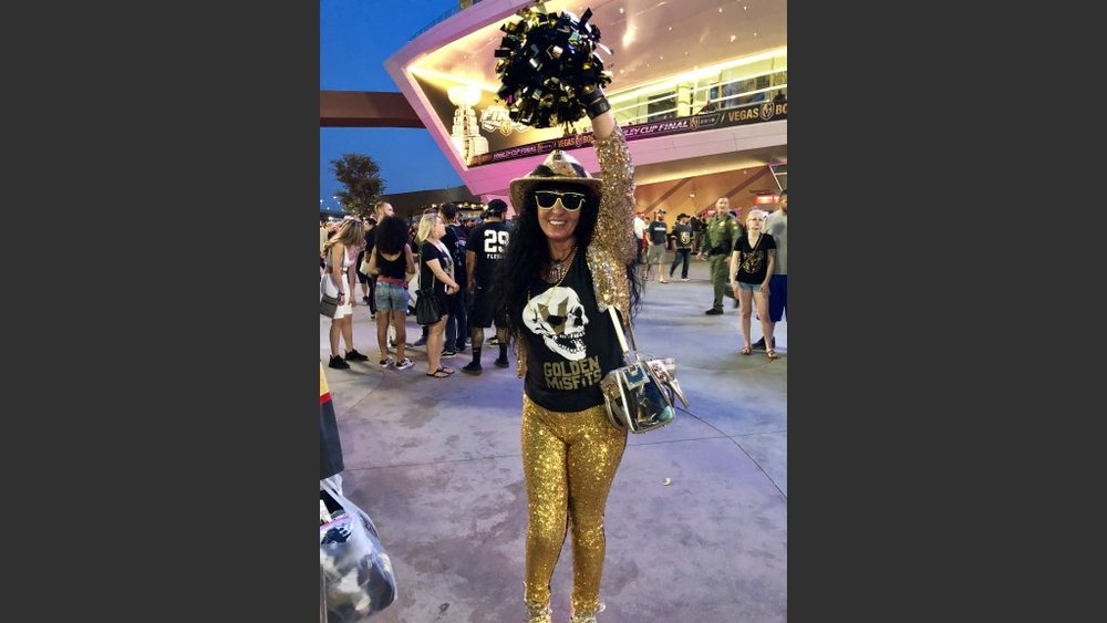 MARIE WONG OF LAS VEGAS WORE GOLD FROM HEAD TO TOE TO GAME  5. Photo: Norm Clarke