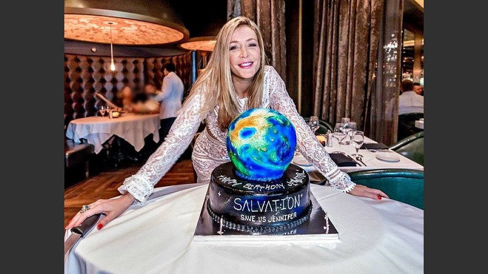 "Jennifer Finnigan of the CBS' hit thriller ""Salvation"" celebrated her 29th birthday Saturday at Andiamo Steakhouse at  The D  on Saturday (August 25). Photo: Courtesy The D"