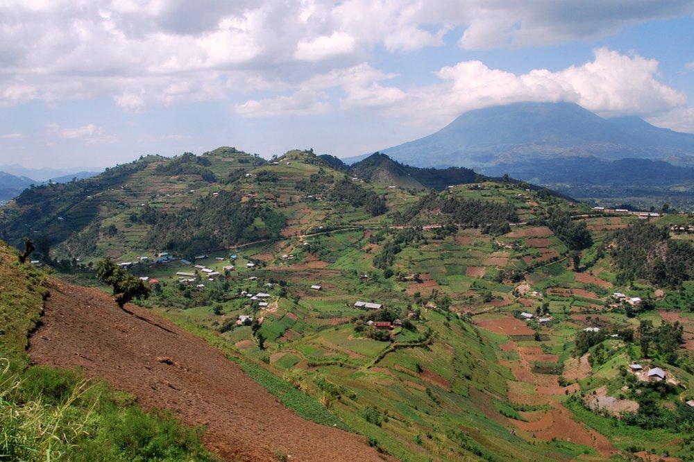Rwandan_landscape_(8219706414).jpg
