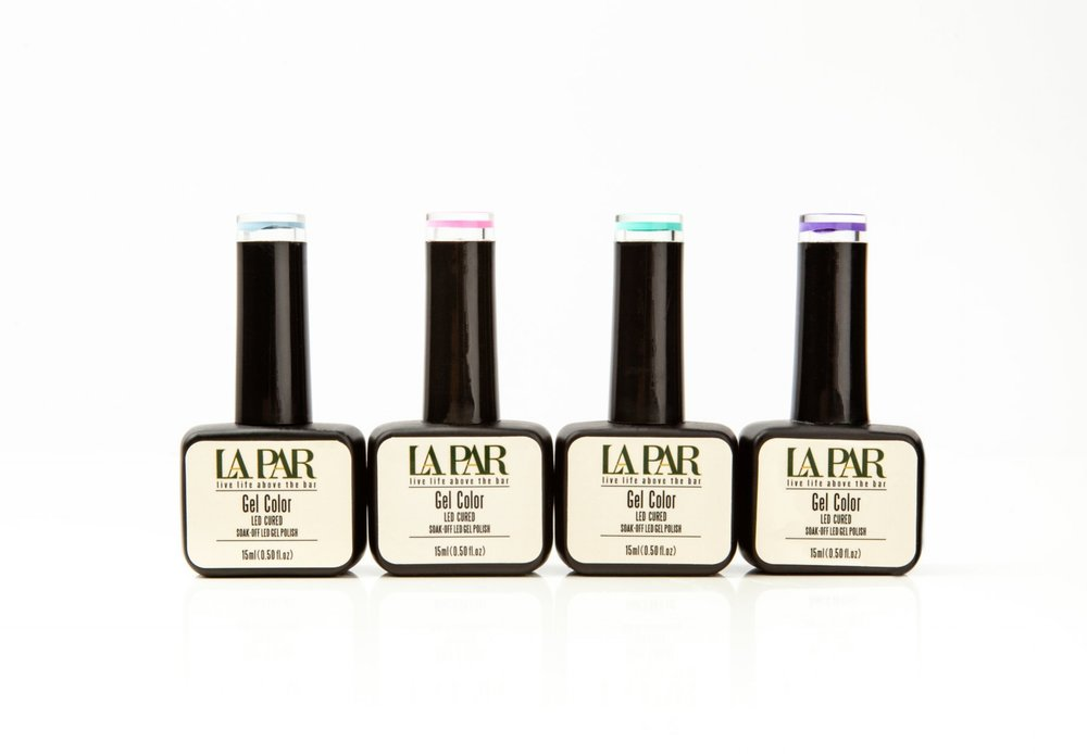 Color-Gel - Just as regular lacquer polish can be applied to natural nails, artificial nails or even acrylic nails, gel polish also comes in base, color and topcoats. However, unlike lacquer polish, gel dries instantly from 30 seconds to 2 minutes under UV/LED light. This means no waiting time, as gel does not air dry. Gel polish was designed to be durable and more suitable for the busy everyday life, and lasts for 2+ weeks with no chips, lifts or cracks, and promotes healthy nail growth during the course of wear.