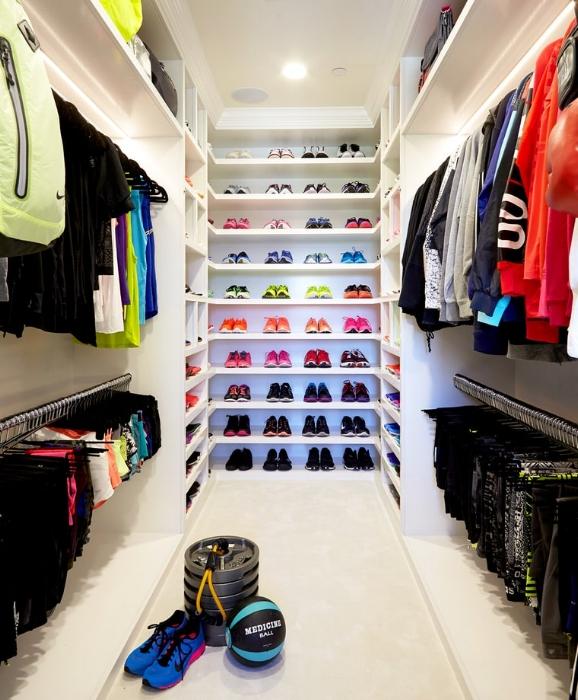 Khloe Kardashian workout closet best fitness clothes