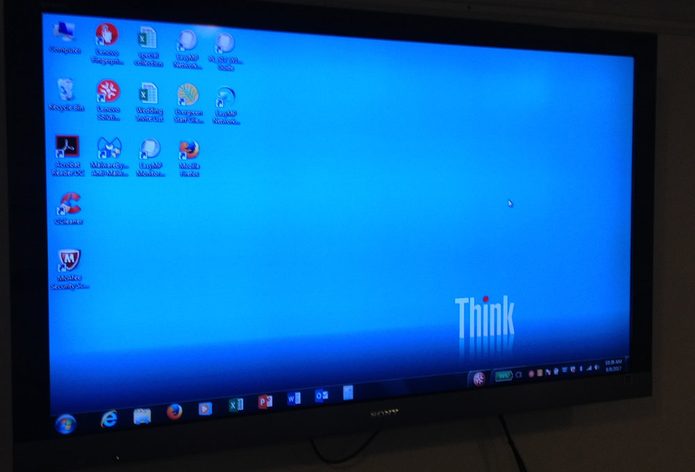 LARGE-SCREEN MONITOR IN MEETING ROOM