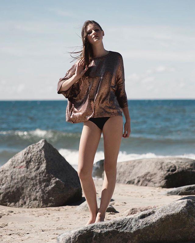 """Daria Kasprzyk z mojej serii """"Morning Tide"""" minimalizm, gładkie tony. Lubię tak. Makijaż Maja Holcman Lasota. #fashion #portrait #beauty #faces #fashionphotographer #photographer #polish #nikon #zara #nikkor #model #narrative #beautyshot #photoshoot #style #editorial"""