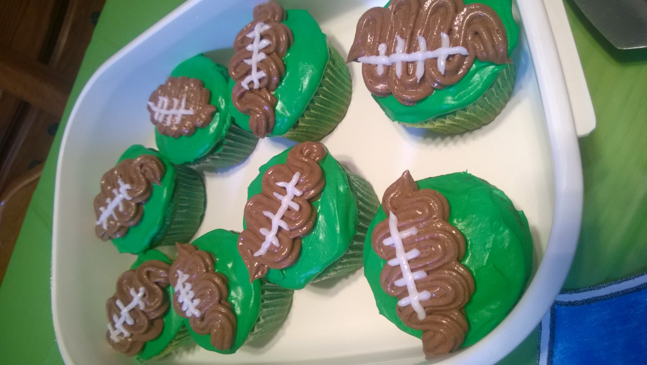 Northwest Pearls: Football Cupcakes