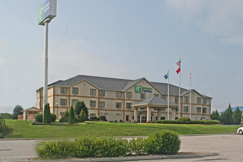 Holiday Inn Express   119 Sharon Drive Dandridge TN, 37725 (865) 397-1910