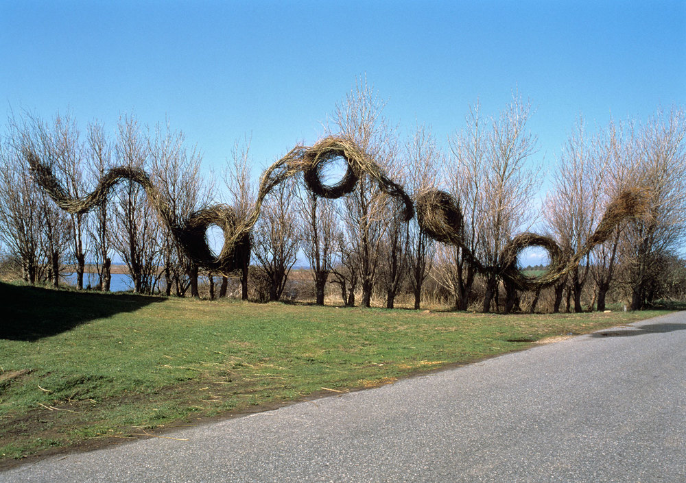 Patrick Dougherty,  Running in Circles , 1996.   Tickon Sculpture Park, Langeland, Denmark