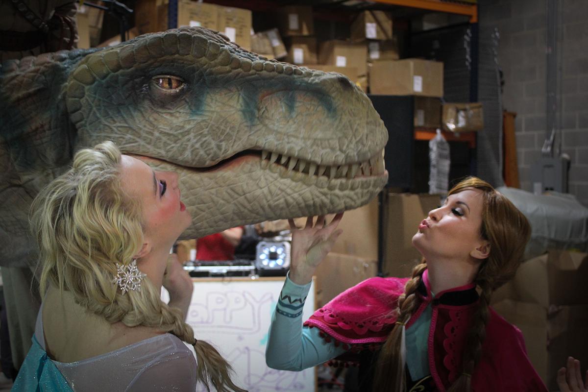 Elsa & Anna kissing Dinosaur