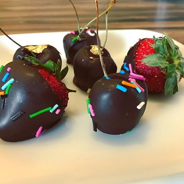 Chocolate covered goodness! #getinmybelly #tasty #chocolatecoveredstrawberries #chocolatecoveredcherries #sogood #makesmehappy #dakotamademedoit