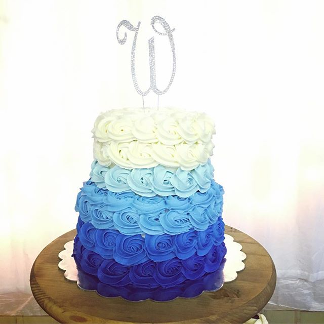 #ombrecake #weddingvibes #blue💙 #fromscratch #dakotamade