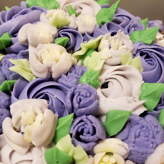 Beautiful buttercream flowers on a birthday cake for a friend of mine💜💚 #birthdaycake #surprise #fromscratch #dakotamade