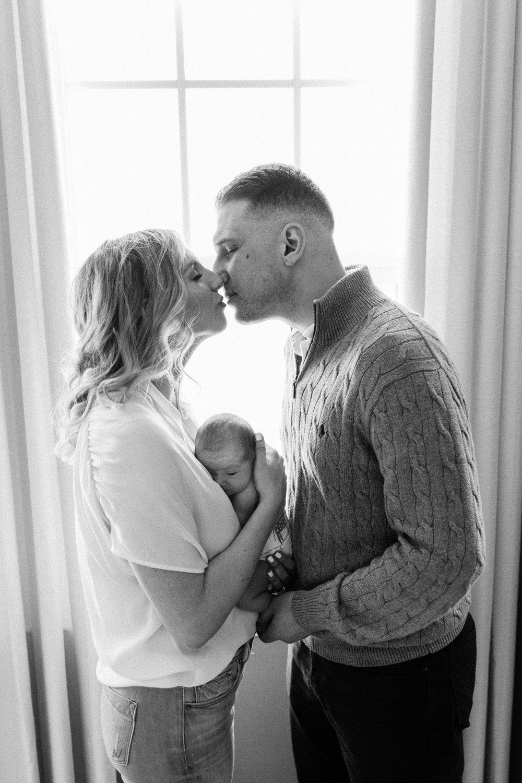 lifestyle-newborn-kiss-1.jpg
