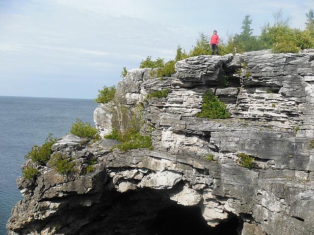 18.1401290360.overhand-atop-grotto.jpg