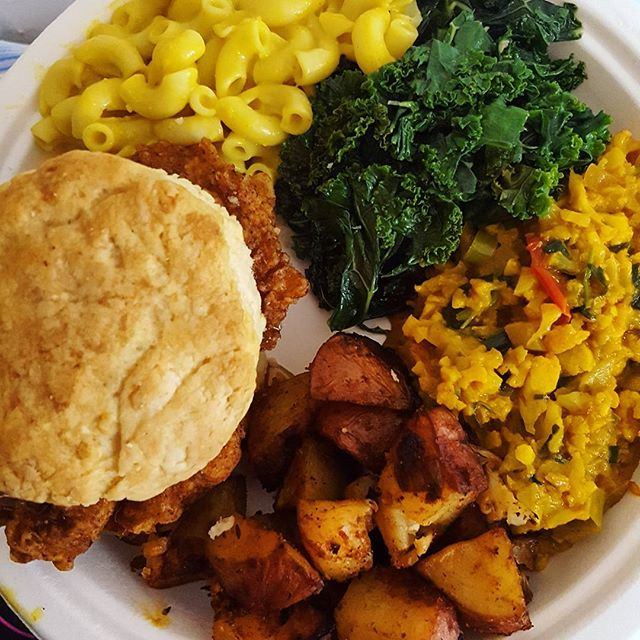 I've been m.i.a preparing for @vegan_festival so i missed out on @vgnmkt yesterday😣 but Justin brought me a plate from @cleanmealsbrooklyn and wow delicious indeed I'm a biscuit and chicken lover ill eat it anytime i can and this didn't disappoint!  #vegan #vegansoulfood #veganfood #whatveganseat