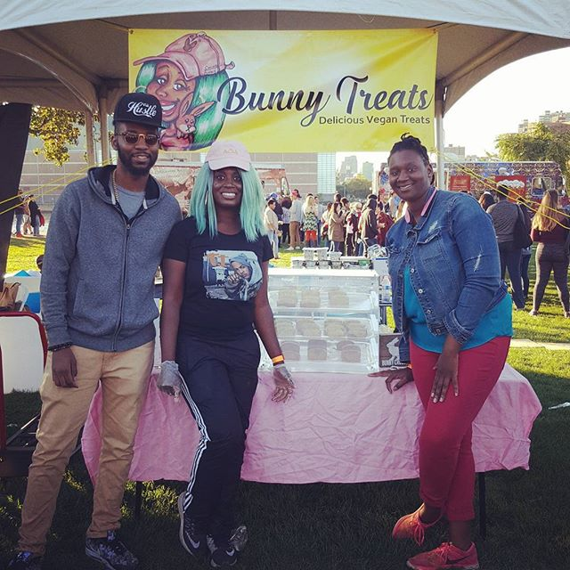 Can't let another day go by without thanking my team of southern charleston bunnies! And my bff caroline flew in just to help! Thank You for helping with this crazy weekend 8hours non stop of feeding some of the 12k people who came out to @vegan_festival  #vegan #veganfestival #bunnytreats #blackowned #smallbuisness #blackvegan #vegansofinstagram